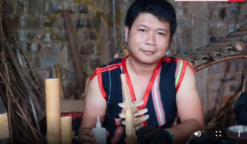 Young Jrai man with burning passion for traditional musical instruments - ảnh 1
