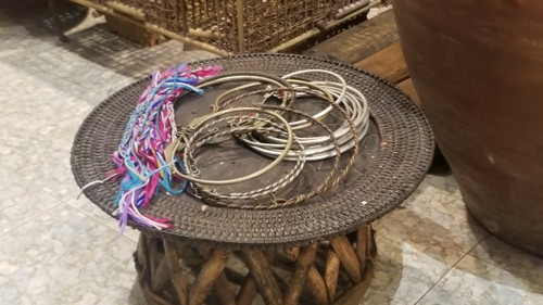 Thread bracelet tying custom of ethnic people in Vietnam's northern mountains  - ảnh 3
