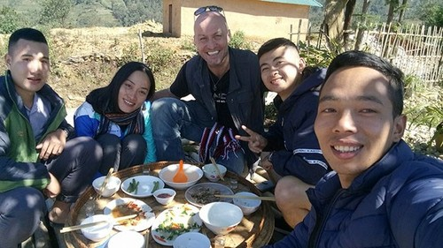 Ethnic youngster promotes tourism in border commune  - ảnh 1