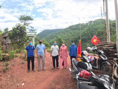 Elderly activist helps keep his village safe from COVID-19  - ảnh 2