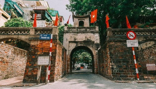 Quan Chuong Gate stands the test of time - ảnh 7