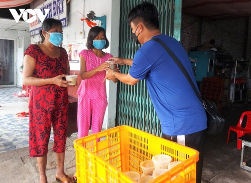 Can Tho woman provides free meals to poor people - ảnh 2