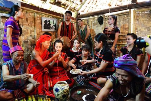 Những nghi thức độc đáo trong đám cưới  của người Pa kô - ảnh 3