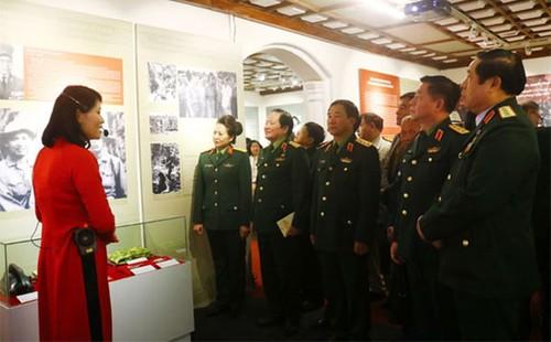 """Triển lãm """"Tướng lĩnh Quân đội nhân dân Việt Nam qua những trận đánh, chiến dịch tiêu biểu trong hai cuộc kháng chiến"""" - ảnh 1"""