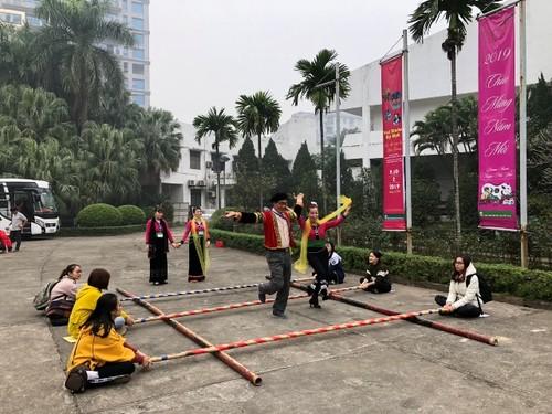 """Đặc sắc Chương trình """"Khám phá Tết Việt"""" ở Bảo tàng Dân tộc học Việt Nam - ảnh 1"""