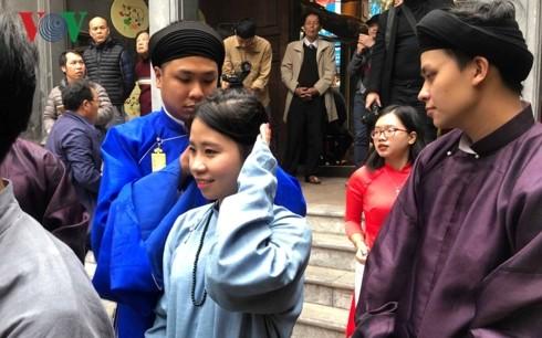 Tận hưởng hương vị Tết truyền thống tại phố cổ Hà Nội - ảnh 1