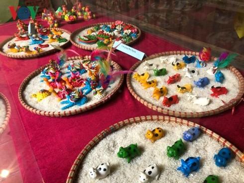 Tận hưởng hương vị Tết truyền thống tại phố cổ Hà Nội - ảnh 3