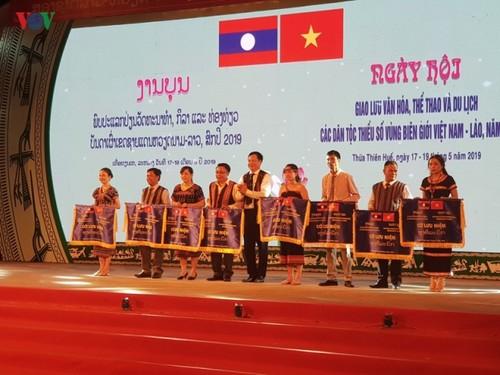 Khai mạc Ngày hội giao lưu văn hóa, thể thao và du lịch các dân tộc thiểu số các tỉnh vùng biên giới Việt Nam- Lào - ảnh 1