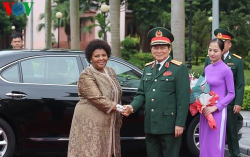 Bộ trưởng Bộ Quốc phòng đón đoàn cấp cao Bộ Quốc phòng Nam Phi - ảnh 1