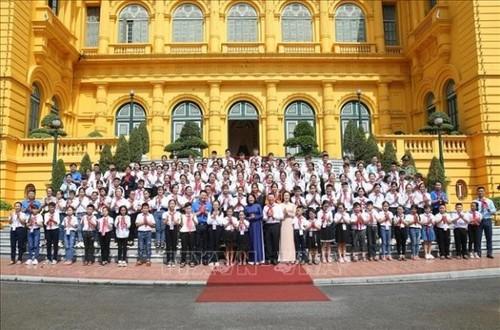 Phó Chủ tịch nước gặp mặt Đoàn đại biểu Cháu ngoan Bác Hồ tỉnh Bắc Giang - ảnh 1