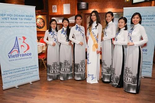 Phụ nữ Việt Nam ở nước ngoài tôn vinh vẻ đẹp Việt qua áo dài - ảnh 1
