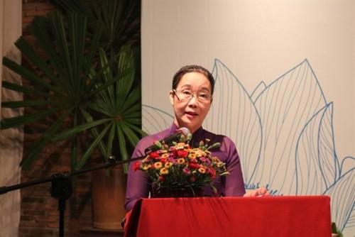 Phụ nữ Việt Nam ở nước ngoài tôn vinh vẻ đẹp Việt qua áo dài - ảnh 4