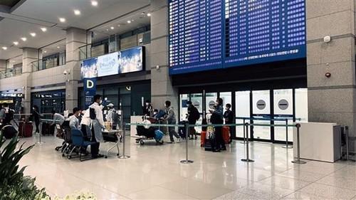 Đón công dân Việt Nam từ Hàn Quốc, Nhật Bản về nước - ảnh 1