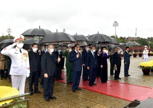 Lãnh đạo Đảng, Nhà nước vào Lăng viếng Chủ tịch Hồ Chí Minh nhân dịp Tết Nguyên đán Tân Sửu - ảnh 1