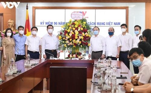 Trưởng ban Tuyên giáo Trung ương thăm chúc mừng Đài Tiếng nói Việt Nam - ảnh 1