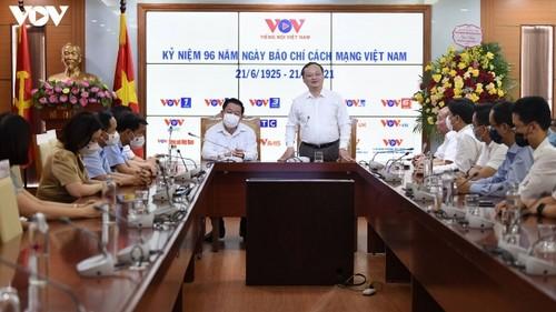 Trưởng ban Tuyên giáo Trung ương thăm chúc mừng Đài Tiếng nói Việt Nam - ảnh 2