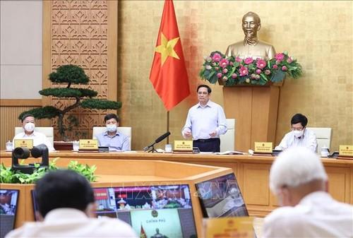 Thủ tướng Phạm Minh Chính: Chính phủ tiếp tục tạo điều kiện tối đa để Thành phố Hồ Chí Minh và các tỉnh sớm đầy lùi dịch - ảnh 1