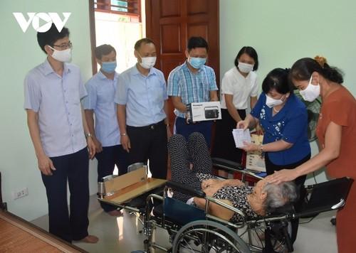 Đài tiếng nói Việt Nam trao quà ủng hộ các gia đình chính sách tại một số địa phương với tổng giá trị hơn 300 triệu đồng - ảnh 1