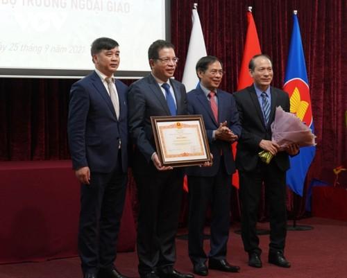 Bộ trưởng Ngoại giao Bùi Thanh Sơn gặp gỡ đại diện cộng đồng người Việt Nam tại Nga - ảnh 4