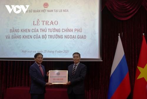 Bộ trưởng Ngoại giao Bùi Thanh Sơn gặp gỡ đại diện cộng đồng người Việt Nam tại Nga - ảnh 6
