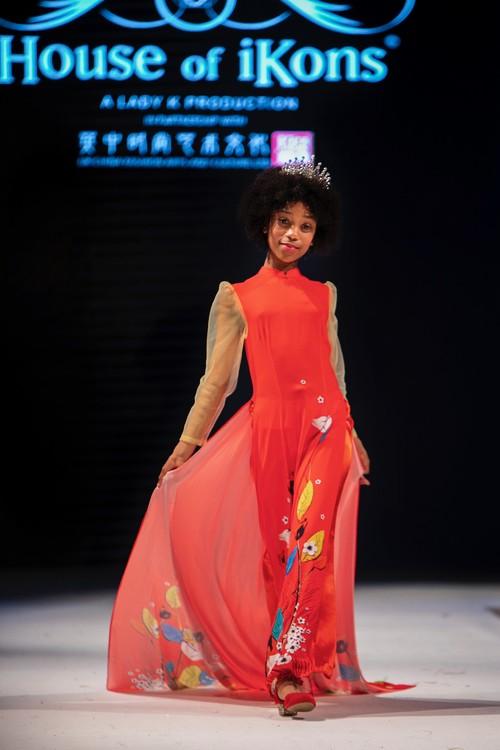 """Áo dài Việt Nam """"đốn tim """" khán giả thời trang London  - ảnh 15"""