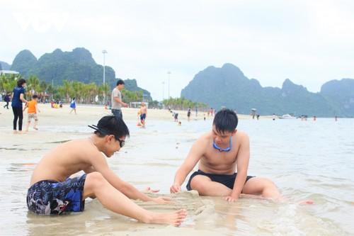 Bãi tắm mới trên đường bao biển Hạ Long sẽ khai trương dịp nghỉ lễ 30/4 - ảnh 9