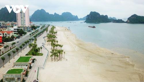Bãi tắm mới trên đường bao biển Hạ Long sẽ khai trương dịp nghỉ lễ 30/4 - ảnh 1