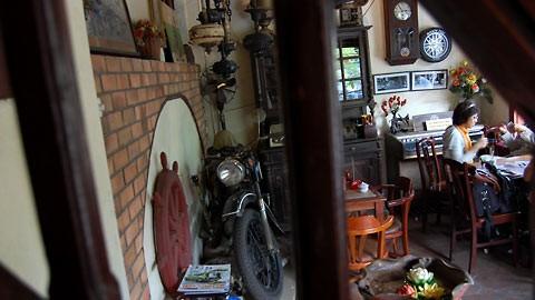La cafetería de coleccionistas de objetos antiguos en Hanoi - ảnh 2