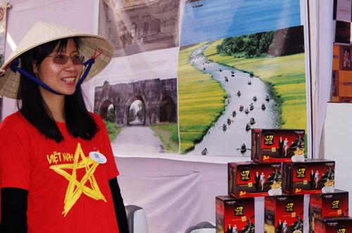 Productos vietnamitas resaltan en Bazar Feria Internacional de Ayuda Humanitaria en India - ảnh 1