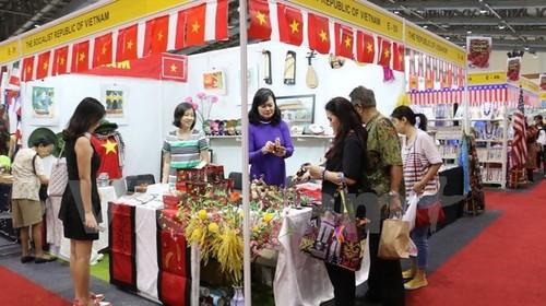Vietnam asiste a Feria caritativa internacional en Indonesia - ảnh 1