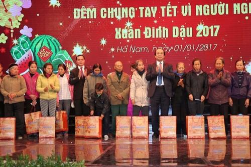 Numerosas localidades vietnamitas celebran actividades a favor de los pobres  - ảnh 1