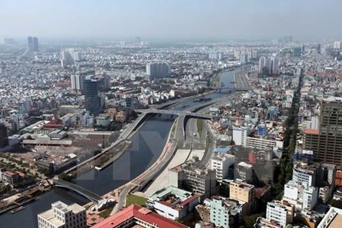 La economía de mercado con orientación socialista lleva hacia adelante a Vietnam - ảnh 2