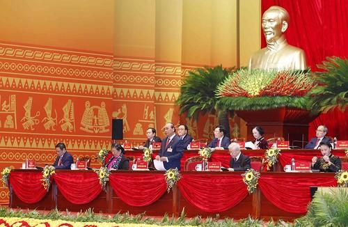 Des chercheurs internationaux commentent la stratégie de développement du Vietnam - ảnh 1