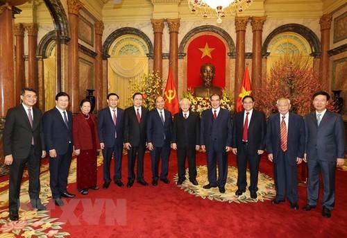 Têt 2021: Rencontre avec d'anciens dirigeants du Parti et de l'État - ảnh 1