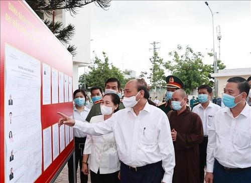 Législatives 2021: Nguyên Xuân Phuc rencontre les électeurs à Hô Chi Minh-ville - ảnh 1