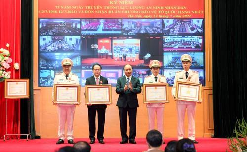 Nguyên Xuân Phuc à la célébration de la 75e Journée traditionnelle de la sécurité publique - ảnh 1