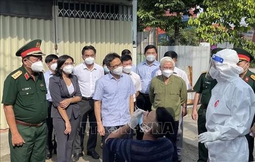 Vu Duc Dam inspecte les dispositifs anti-Covid-19 de Binh Duong - ảnh 1