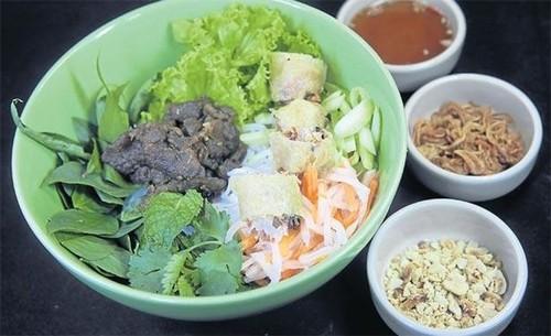 Quán bún bò của đầu bếp Việt kiều được ưa thích nhất ở Bangkok - ảnh 2