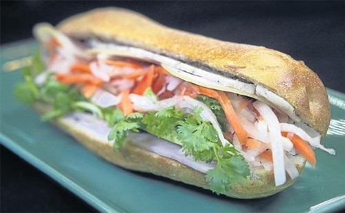 Quán bún bò của đầu bếp Việt kiều được ưa thích nhất ở Bangkok - ảnh 6