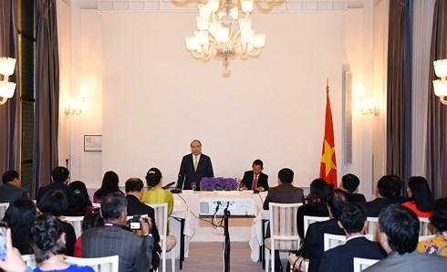 Thủ tướng gặp gỡ đại diện cộng đồng người Việt tại Đan Mạch - ảnh 1