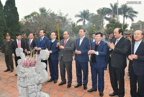Thủ tướng thăm, chúc Tết người nghèo, gia đình chính sách - ảnh 3