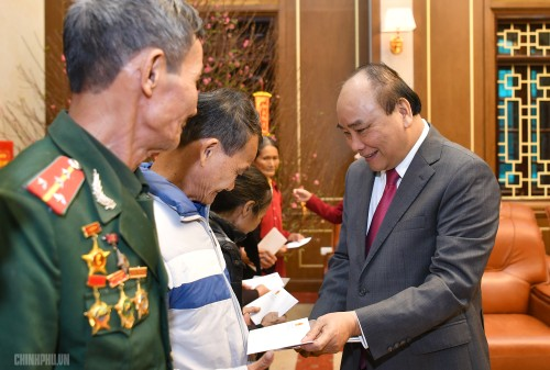 Thủ tướng thăm, chúc Tết người nghèo, gia đình chính sách - ảnh 4