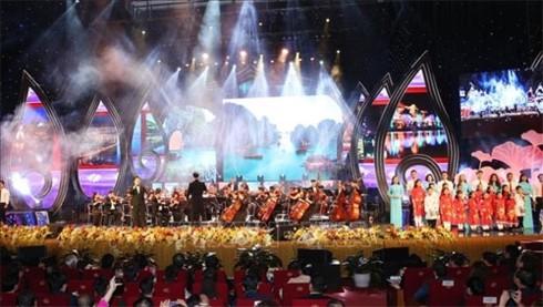 Tổng Bí thư, Chủ tịch nước Nguyễn Phú Trọng dự chương trình Xuân Quê hương - ảnh 3