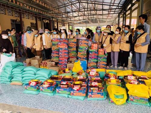 Trung tâm Văn hóa Phật giáo Việt Nam tại Hàn Quốc tặng quà đồng bào bị hạn, mặn - ảnh 1