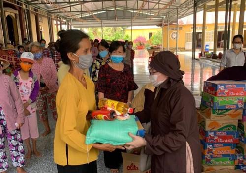 Trung tâm Văn hóa Phật giáo Việt Nam tại Hàn Quốc tặng quà đồng bào bị hạn, mặn - ảnh 3