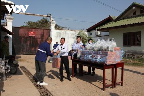 Thăm và tặng quà Tết cho nghi phạm, phạm nhân người Việt bị giam tại Lào - ảnh 1
