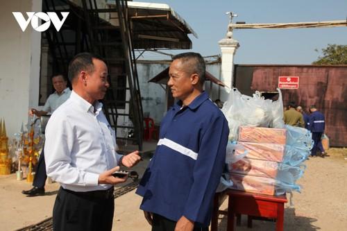 Thăm và tặng quà Tết cho nghi phạm, phạm nhân người Việt bị giam tại Lào - ảnh 2