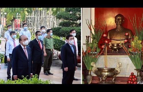 Dâng hương tưởng niệm Chủ tịch Hồ Chí Minh và các Anh hùng liệt sĩ - ảnh 1