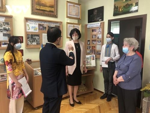 Hoạt động kỷ niệm 131 năm ngày sinh Chủ tịch Hồ Chí Minh tại Ukraine  - ảnh 1