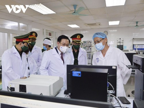 Chủ tịch Quốc hội: Học viện Quân y cần đẩy nhanh tiến độ sản xuất vaccine Nanocovax - ảnh 2